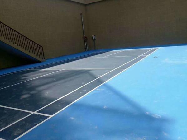 蓝色硅PU羽毛球场
