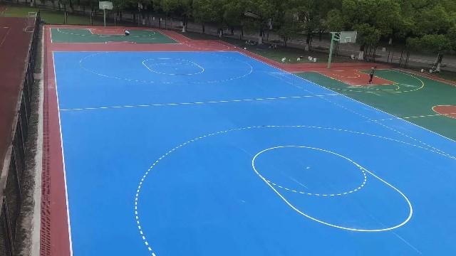 室外运动场所的硅PU球场材料使用好处